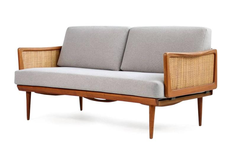 Beautiful daybed by Peter Hvidt & Orla Molgaard Nielsen for France & Daverkosen, made in Denmark. Teak frame and cabe in very good condition, extendable and freestanding. New upholstery and covered aith new grey woven fabric. Very good