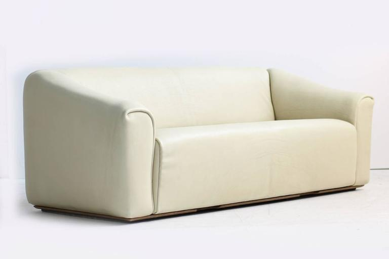 Modern 1970s De Sede DS 47 Buffalo Leather Lounge Sofa with Extendable Seat Ecru no. 2 For Sale