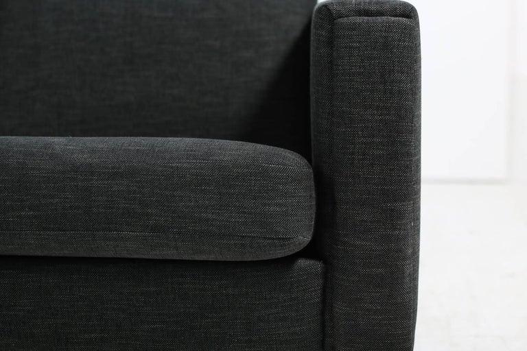 1960s Hans J. Wegner Sofa Mod. Ge 300 for GETAMA, Denmark, New Upholstery, Oak In Good Condition For Sale In Hamminkeln, DE