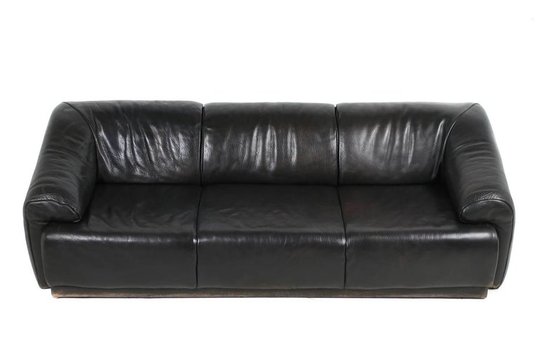 Rare 1970s Organic Buffalo Leather Lounge Sofa Three-Seat in High Quality For Sale 1