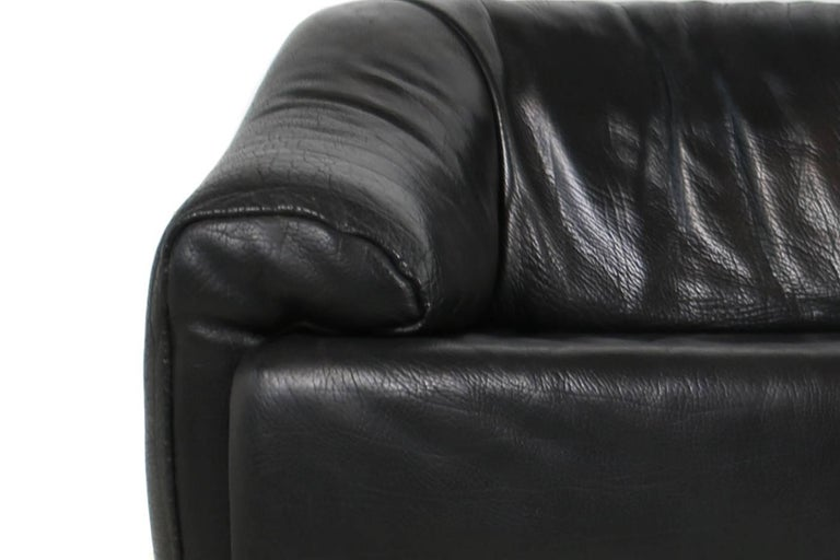 Modern Rare 1970s Organic Buffalo Leather Lounge Sofa Three-Seat in High Quality For Sale