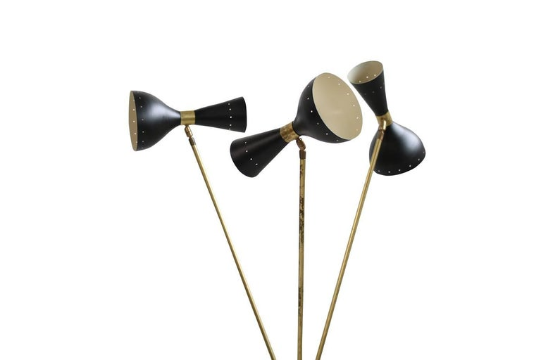 Amazing Italian Minimalist Adjustable Tripod Floor Lamp Brass in Stilnovo Style In Excellent Condition For Sale In Hamminkeln, DE