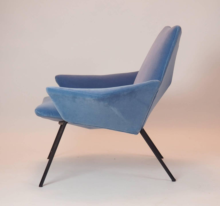 Single Diamond Armchair in Blue Velvet by Rossi di Albizzate, Italy, 1950s In Excellent Condition For Sale In Milano, IT