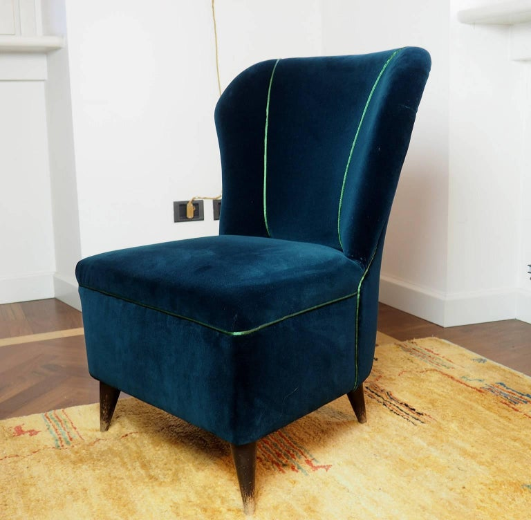 Pair of Enchanting Midcentury Armchairs  by ISA  in Green Velvet,  Italy 1950s In Excellent Condition For Sale In Milano, IT
