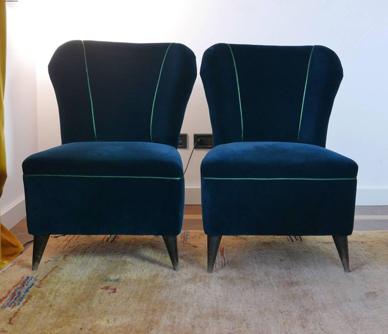 Pair of Enchanting Midcentury Armchairs  by ISA  in Green Velvet,  Italy 1950s For Sale 1