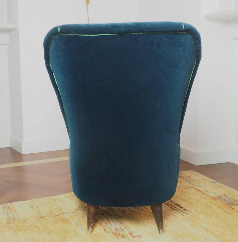 Pair of Enchanting Midcentury Armchairs  by ISA  in Green Velvet,  Italy 1950s For Sale 3