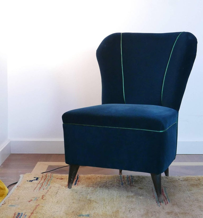 Pair of Enchanting Midcentury Armchairs  by ISA  in Green Velvet,  Italy 1950s For Sale 4
