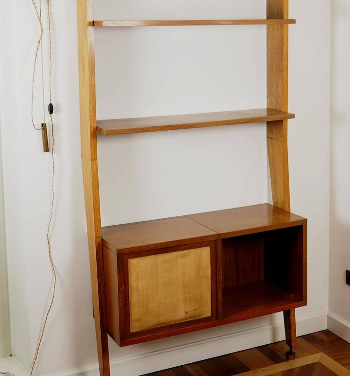 Midcentury Wood and Brass Bookcase designed  by Augusto Romano, Italy 1950s In Good Condition For Sale In Milano, IT