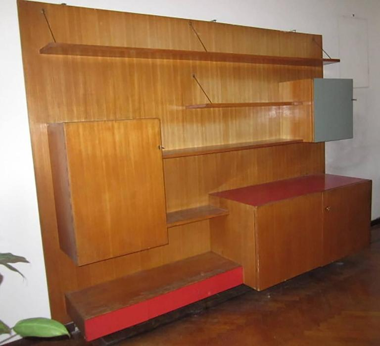Italian large wall bookcase designed in Milano for a private commission in the middle of 1950s. By the architect Manzoni.