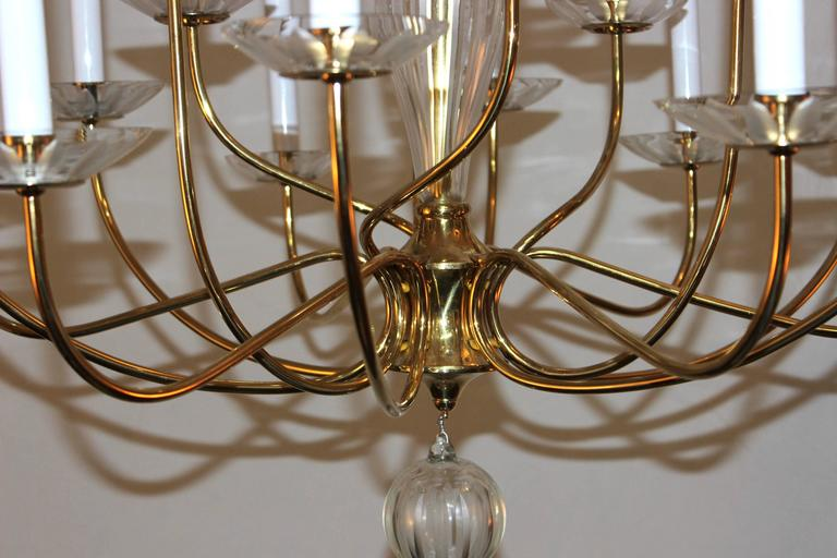 1950s Modern Large Brass and Cut-Glass Chandelier by Lightolier In Good Condition For Sale In New York City, NY