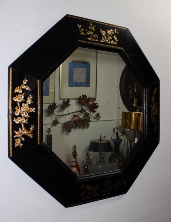 1940s elegant octagonal mirror with églomisé flower detail and wood frame.