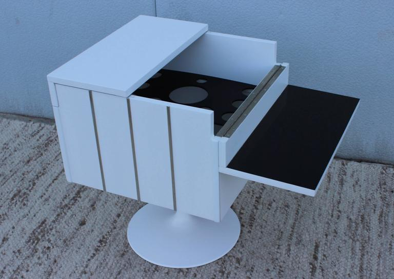 American Mid-Century Modern Swivel Bar/Cabinet by Lane For Sale