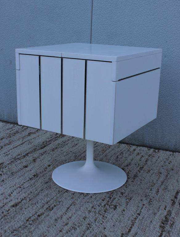 Mid-Century Modern Swivel Bar/Cabinet by Lane In Excellent Condition For Sale In New York City, NY