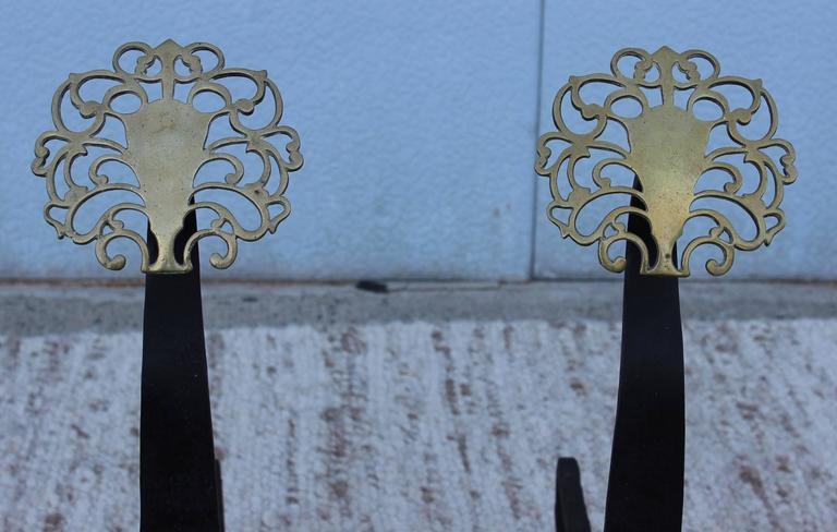 1940s English Brass Medallion Andirons  In Good Condition For Sale In New York City, NY