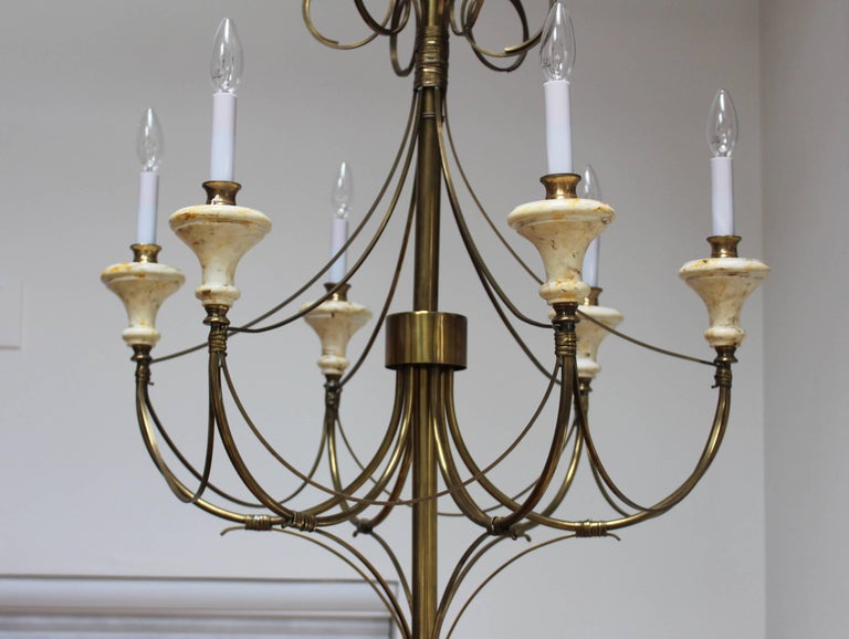 Mid-Century Modern Brass Chandelier In Good Condition For Sale In New York City, NY