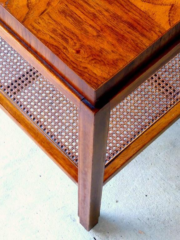 Consensus Side Table by Drexel In Good Condition For Sale In Palm Beach Gardens, FL