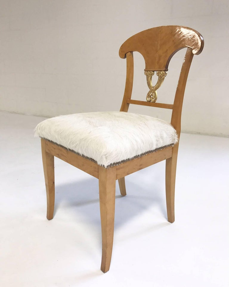 Pair of Satin Birch Biedermeier Chairs in Ivory Brazilian Cowhide, circa 1820 In Excellent Condition For Sale In SAINT LOUIS, MO