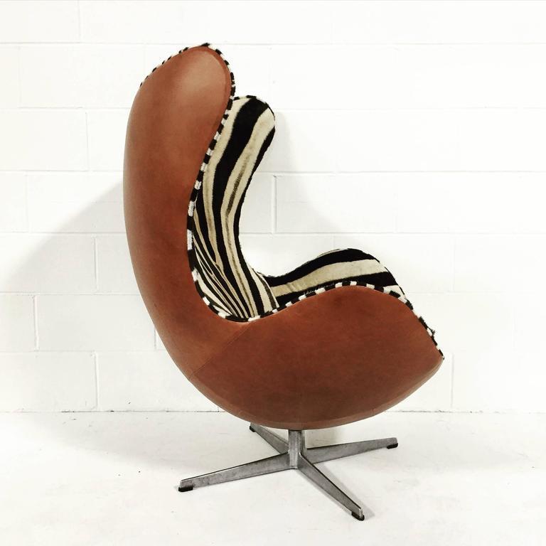 arne jacobsen egg chair in zebra hide and leather at 1stdibs. Black Bedroom Furniture Sets. Home Design Ideas