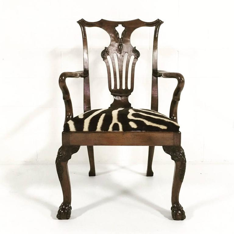 18th Century George II Walnut Dining Chairs in Zebra Hide, Set of Eight In Excellent Condition For Sale In SAINT LOUIS, MO