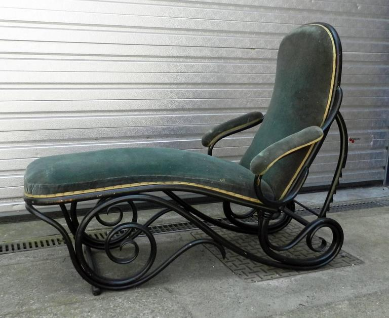 Black bentwood chaise longue attributed to thonet for sale for Chaise longue black