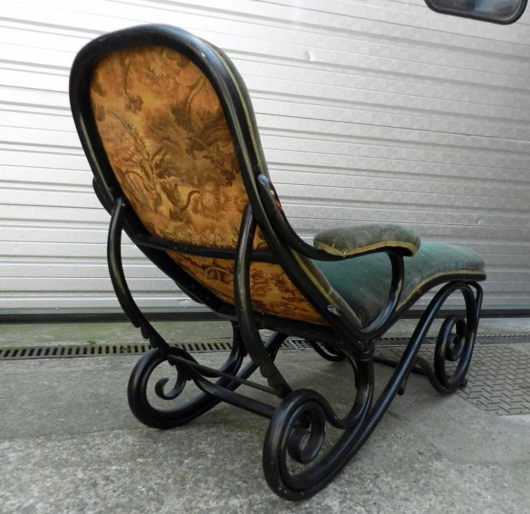 Black bentwood chaise longue attributed to thonet for sale for Black chaise longue