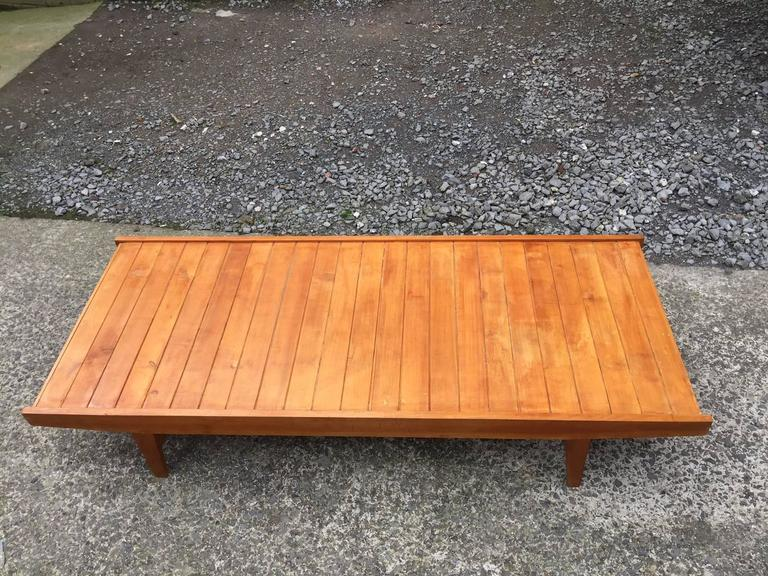 Mid-Century Modern 1950s Daybed in Pine, Seat and Cushion Covered with Velvet For Sale