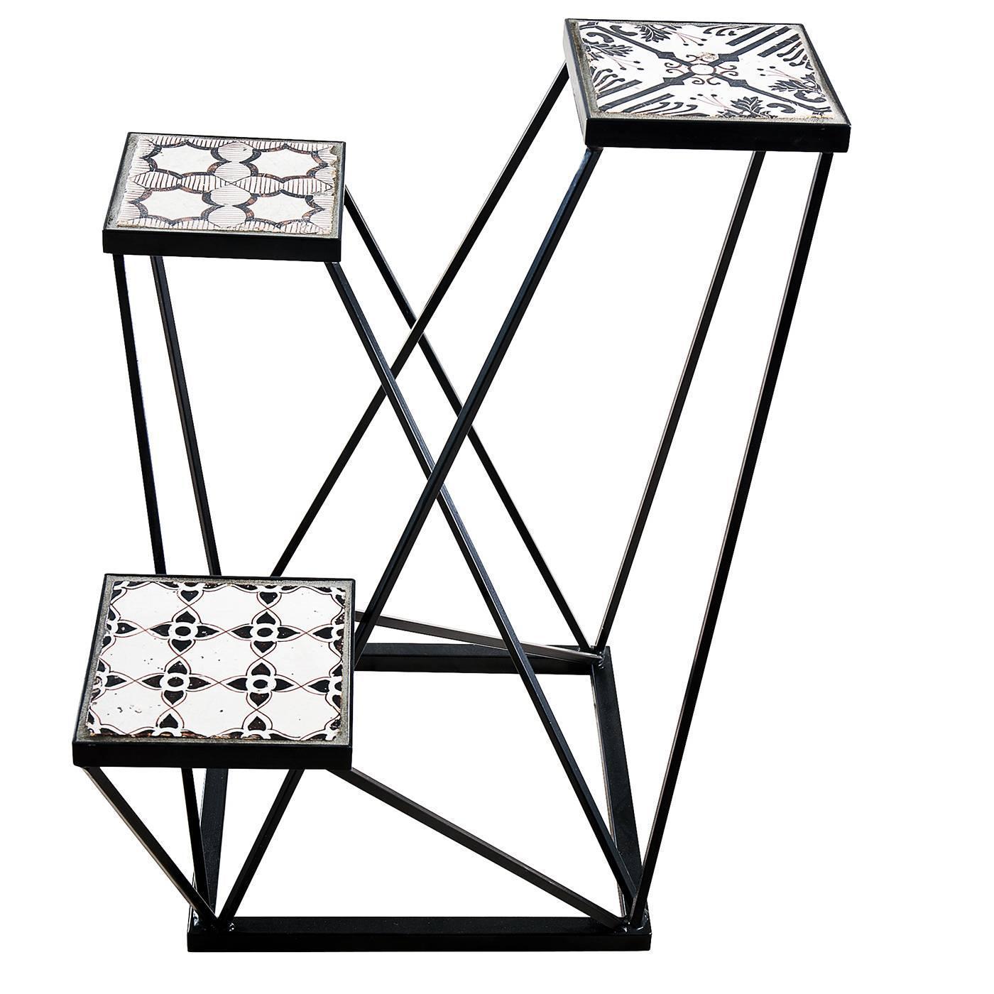 Trio black and white ensemble pedestal by francesco della for Loft via savona 97