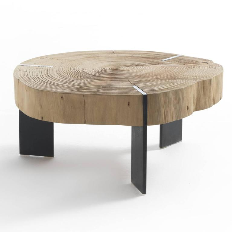 This exquisite coffee table is made of sections of a whole sandblasted cedar wood log resting on waxed iron legs. Here, nature is the real protagonist in all its majesty.