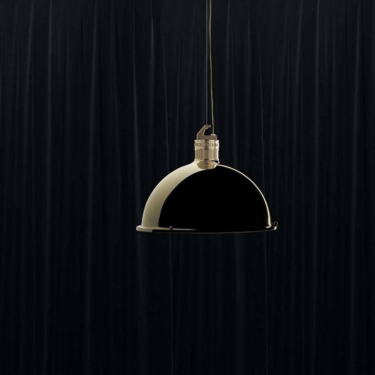 Iconic Pendant Lamp In Excellent Condition For Sale In Milan, IT