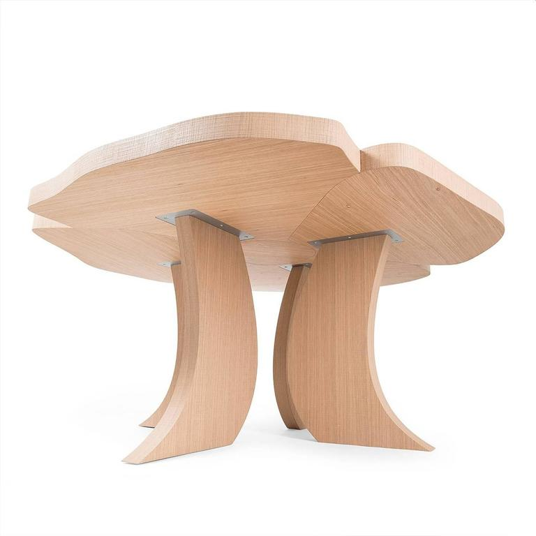 This exquisite dining table is part of the Andy collection and is characterized by delicate lines and a Silhouette that evokes the magical world of flora, particularly in the striking top whose various elements combine together to create the shape