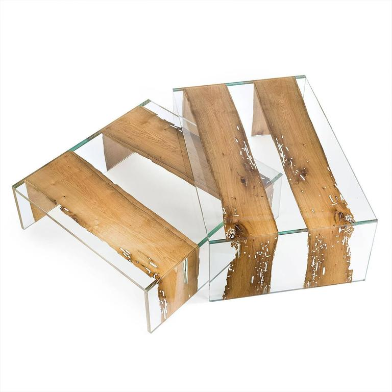 This rectangular coffee table is striking and modern and will make a statement in any living room, particularly if decorated in a contemporary way. Part of the Glass-Wood collection, this piece is made of two glass layers that contain thin sections