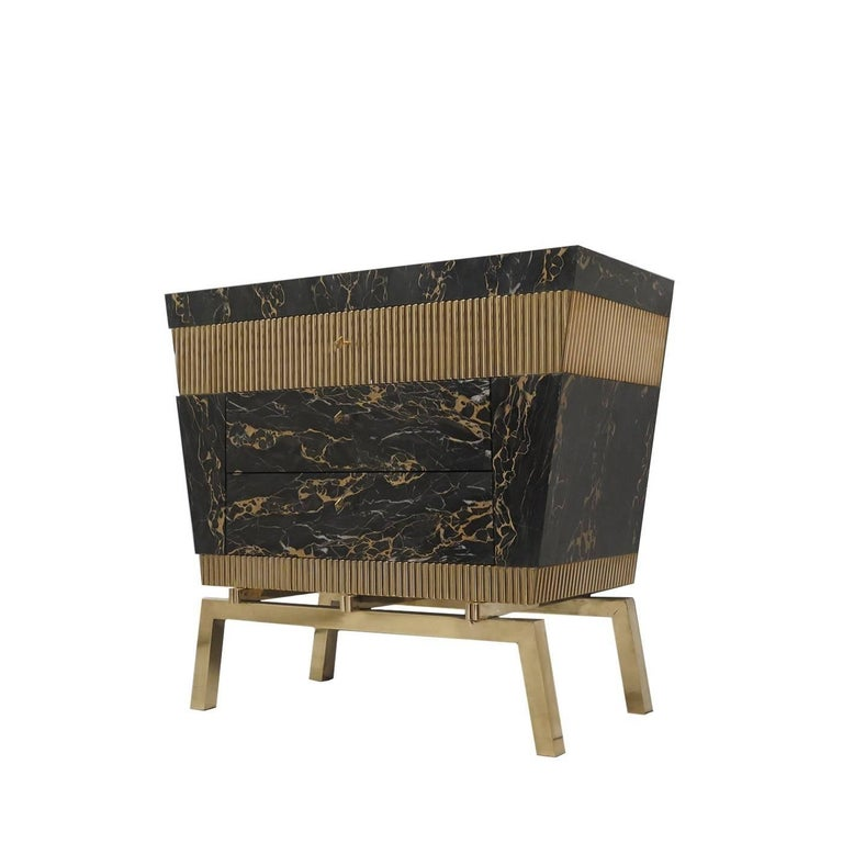 This magnificent chest of drawers has a wooden structure strikingly plated in marble and brass with legs entirely made in brass with a brushed finish. Inspired by the Egyptian style of the beginning of the 19th century, this piece features Portoro