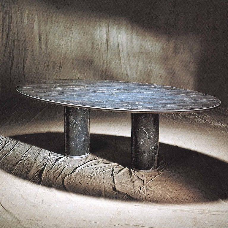This superb single-material table designed by Achille Castiglioni in 1989 highlights the opulence of the natural stone of which it is entirely made. The clean-cut and strikingly simple design is distinguished by soft rounded silhouettes: from the