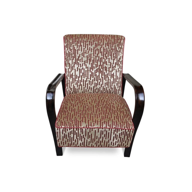 Part of the Art Deco collection, this striking armchair will be a precious addition to a modern or vintage-inspired living room, thanks to its handcrafted manufacturing and use of durable materials. The feet in solid beechwood were bent using steam.
