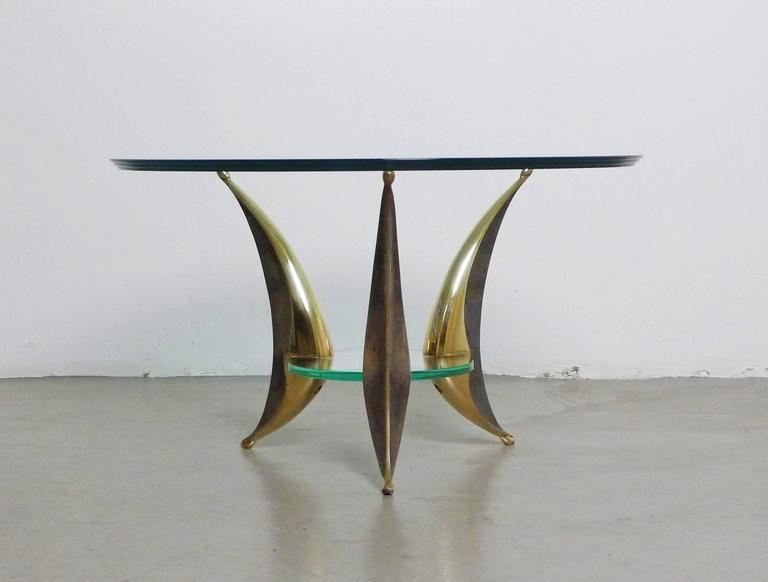 Mid-Century Modern Sculptural Coffee Table with Massive Brass Feet and Two Glass Plates from Italy For Sale