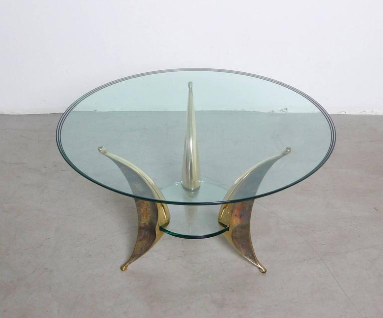 Sculptural Coffee Table with Massive Brass Feet and Two Glass Plates from Italy In Excellent Condition For Sale In Berlin, DE