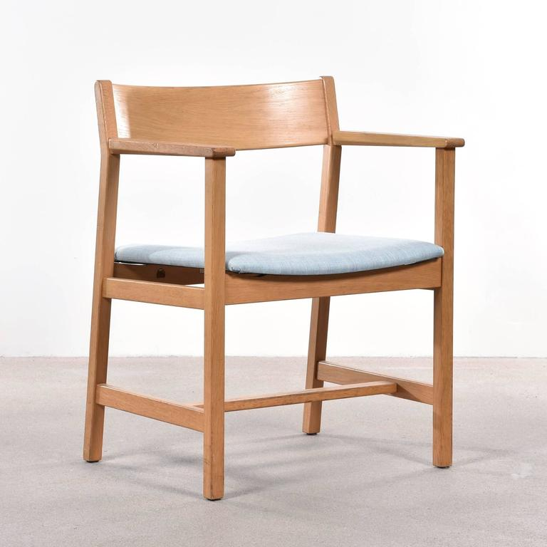 Simple and elegant Børge Mogensen dining chairs model no. 3248 for Fredericia Stolefabrik. Oak frames with new canvas Kvadrat (or leather) upholstery at choice.