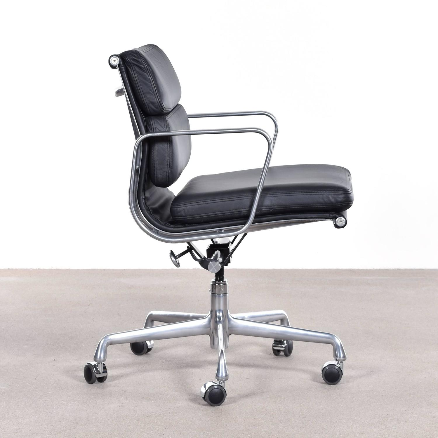 eames ea435 management soft pad office chair by herman