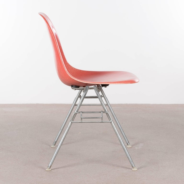 Mid-Century Modern Eames DSS Stacking Side Chair for Herman Miller For Sale