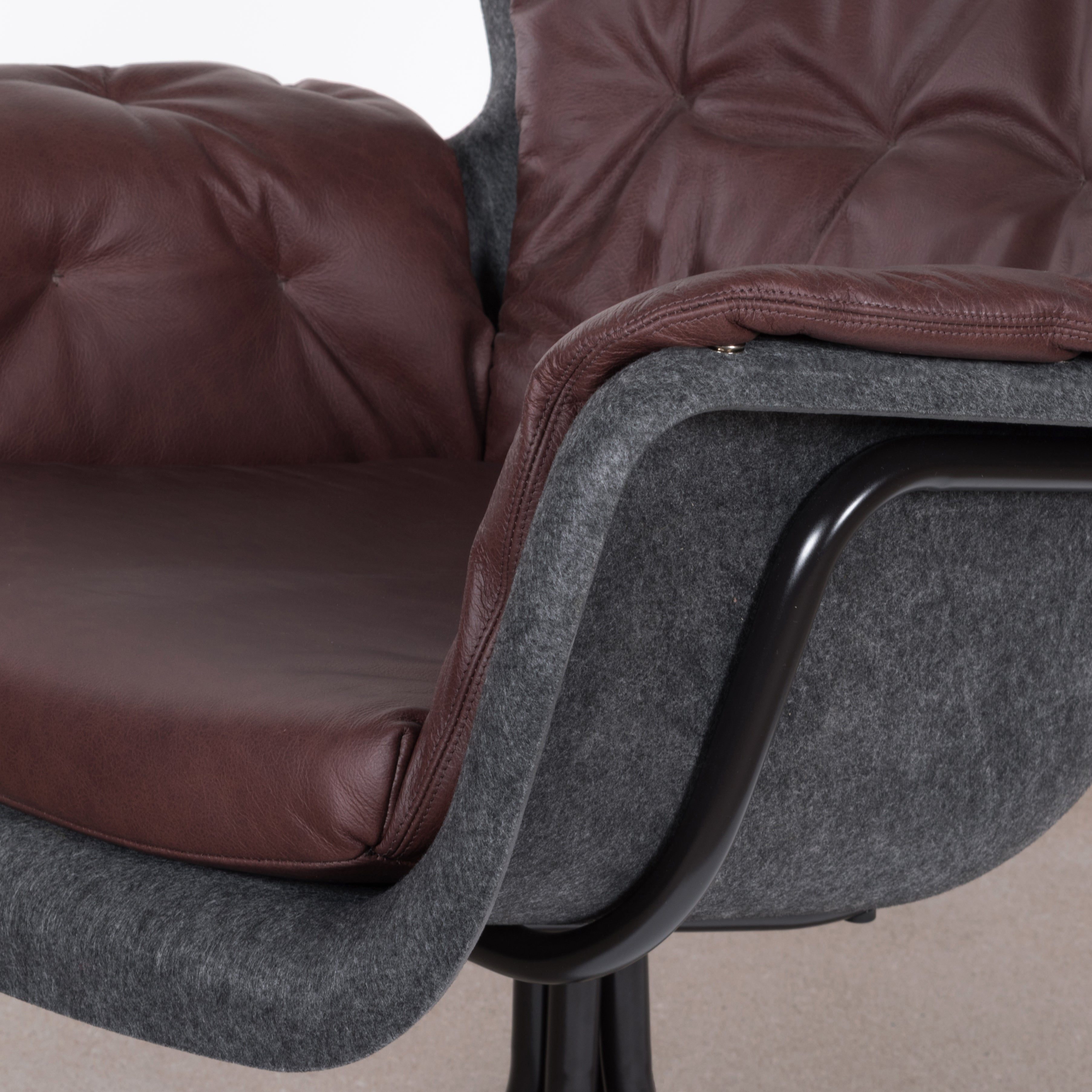 Egg Chair Bruin Leer.Pet Eco Friendly Armchair In Dark Grey And Red Brown Leather