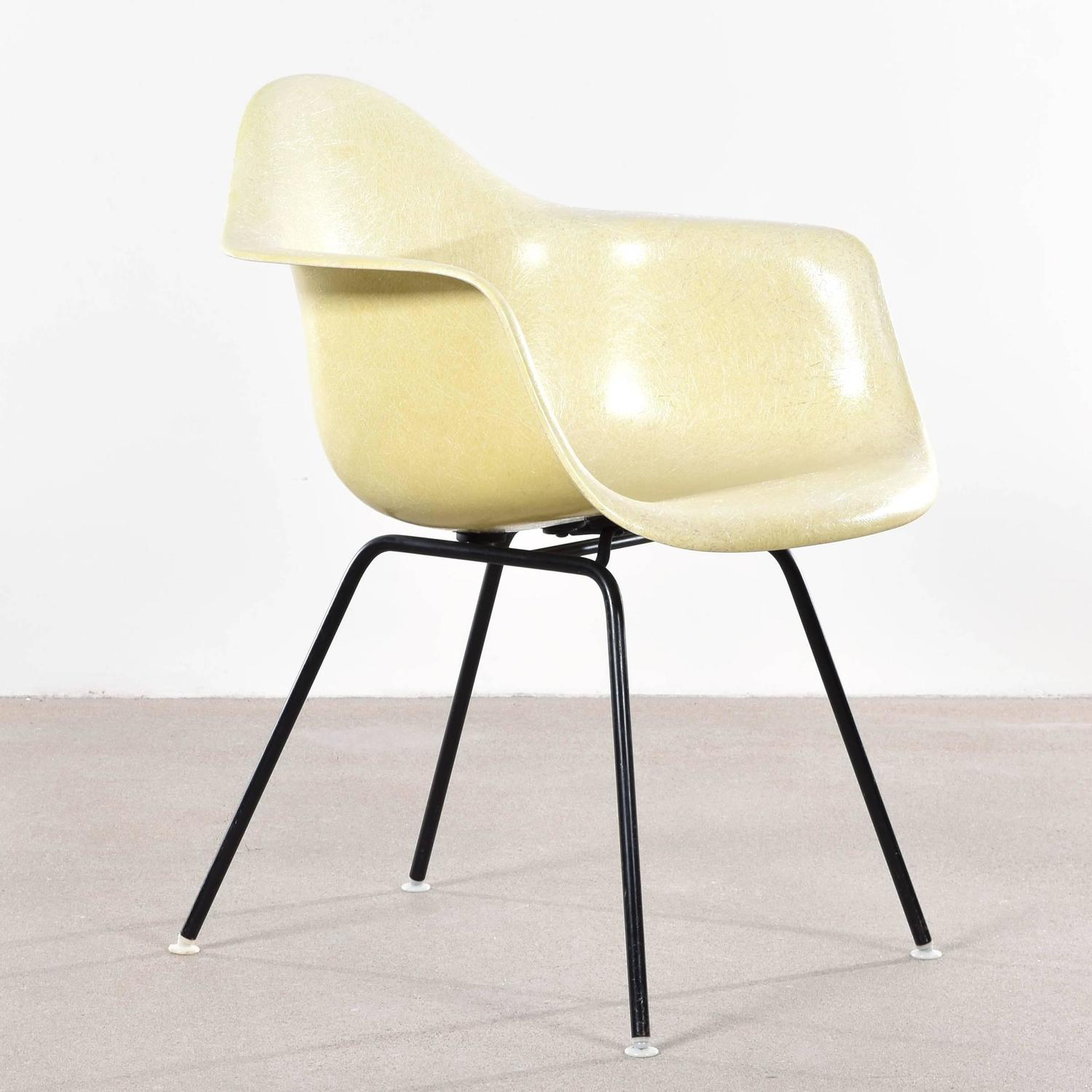 Eames Lemon Yellow DAX Dining Chair for Herman Miller at  : LY1611DAX006z from www.1stdibs.com size 1500 x 1500 jpeg 141kB