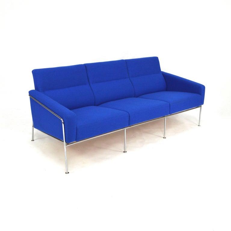 arne jacobsen 3300 sofa for fritz hansen 1957 for sale at 1stdibs. Black Bedroom Furniture Sets. Home Design Ideas