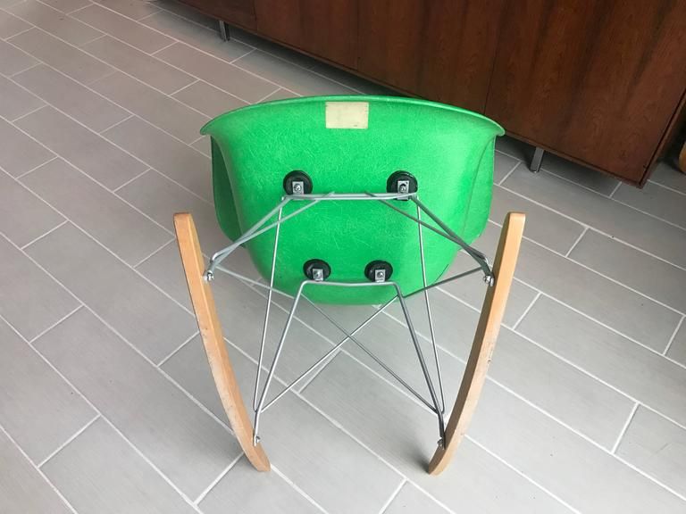 Delicieux Rare Eames Herman Miller Kelly Green Arm Shell Chair On Rocker Base In  Excellent Condition For