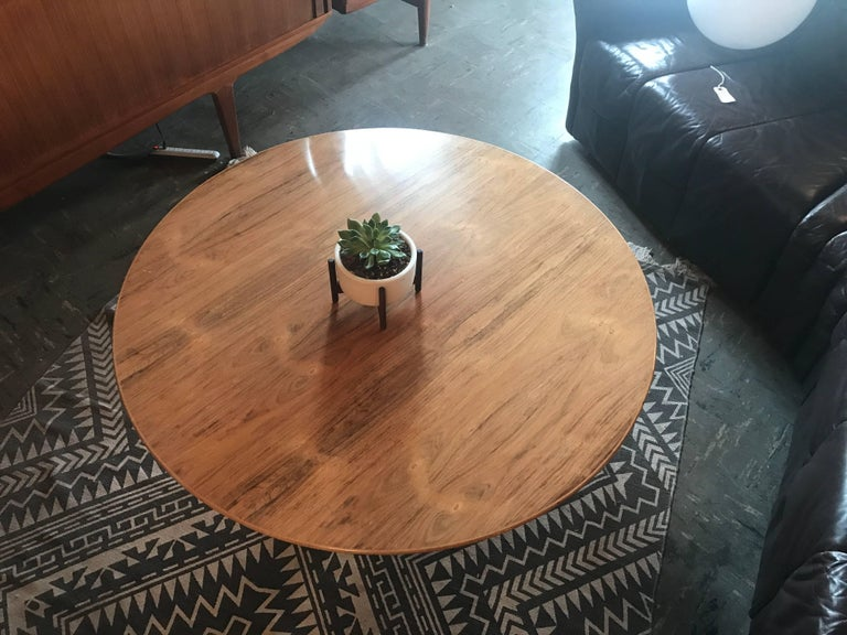 Early Eero Saarinen for Knoll rosewood tulip coffee table in great vintage condition.