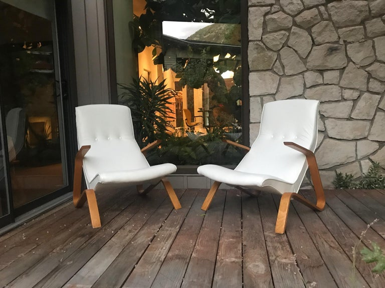 Mid-20th Century Vintage Pair of White Leather Eero Saarinen Grasshopper Lounge Chairs for Knoll For Sale