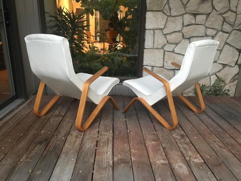 Vintage Pair of White Leather Eero Saarinen Grasshopper Lounge Chairs for Knoll In Excellent Condition For Sale In Salt Lake City, UT