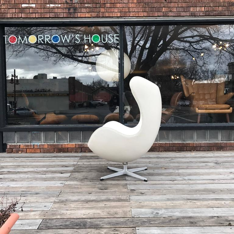 Gorgeous Egg Chair In Great Condition White Leather Swivels Perfectly  Smooth Classic.