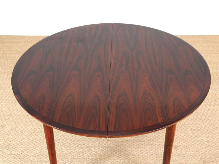 Mid Century Modern Danish Extendable Round Dining Table In Rio Rosewood Excellent Condition For
