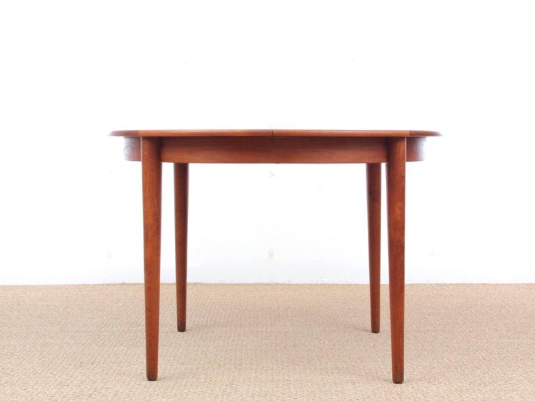 Mid-Century  modern scandinavian round dining table in teak, 4/8 seats
