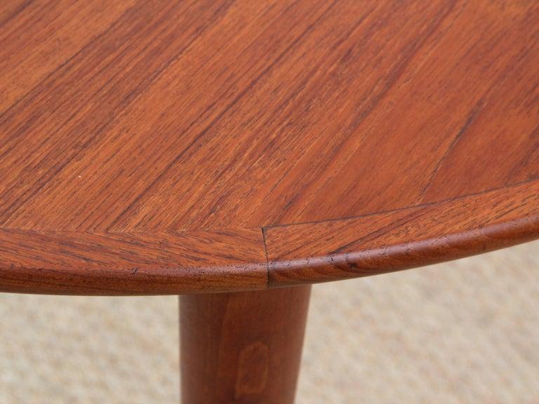 Mid-Century Modern Scandinavian Round Dining Table in Teak For Sale 1